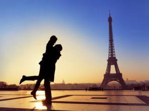 honeymoon couple paris